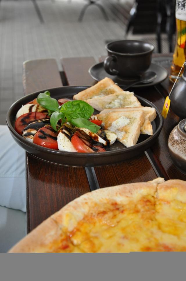 Pomodoro, Mozzarella, Basilia